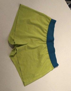 Grüne kurze Sporthose