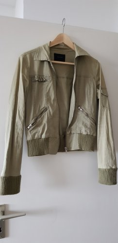 Grüne leichte Jacke