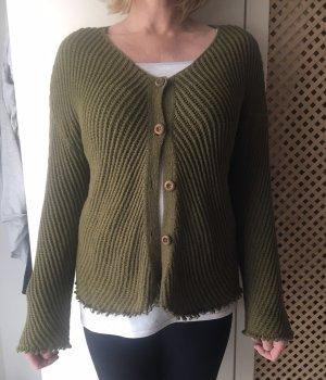 Grüne Strickjacke mit Knöpfen von Zara