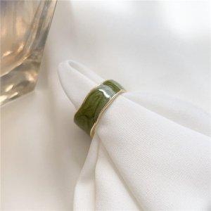 Grüner glänzter Emaille vergoldeter statement Ring im minimalistischen Vintage retro Stil