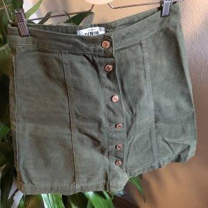 grüner jeans-rock mit knöpfen