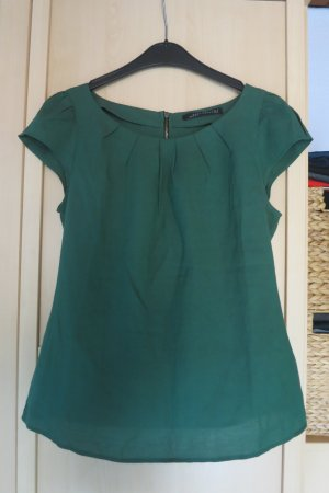 grünes Blusenshirt