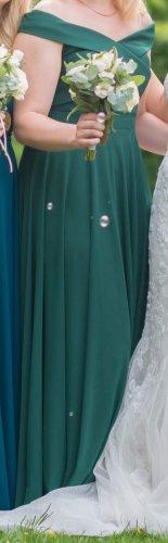 Grünes bodenlanges Kleid