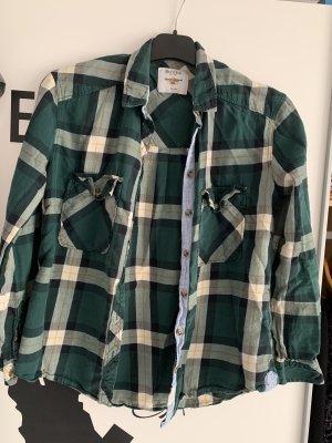 Grünes kariertes Hemd