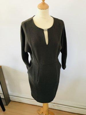 Grünes Kleid mit Rückenschlitz | Taschen S/38