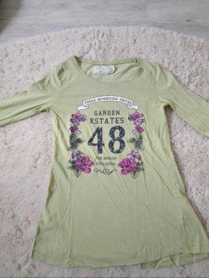 """Grünes Shirt mit Blumen und """"48"""""""