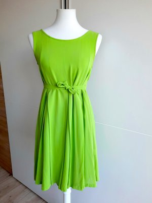 Grünes Sommerkleid einfarbig ärmellos Rundhals Faltenkleid A-Linie Basic