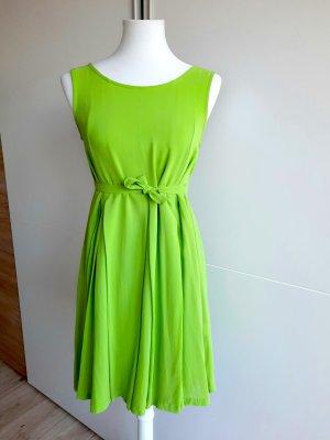 Grünes Sommerkleid einfarbig ärmellos Rundhals Faltenkleid Basic