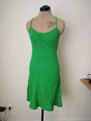 Grünes Sommerkleid mit Glitzersteinen