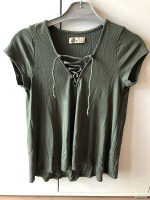Grünes T-Shirt mit Schnüren