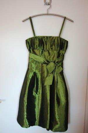 Grünes trägerloses Cocktailkleid