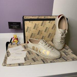 Gucci Zapatillas con tacón blanco-color oro