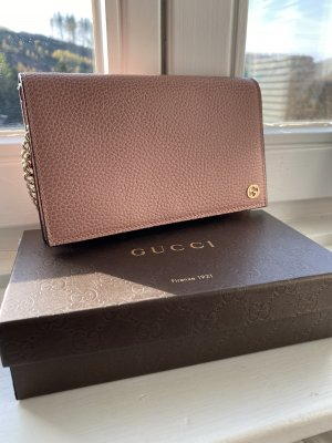 Gucci Betty Wallet on chain