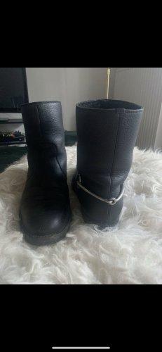Gucci Boots mit Lammfell