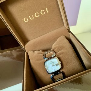 Gucci Self-Winding Watch silver-colored leather