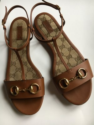 Gucci flache Sandalen Leder braun mit goldener Schnalle