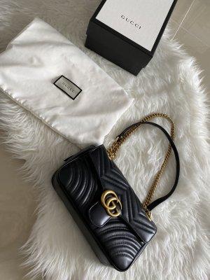 Gucci GG Marmont Schultertasche in Schwarz