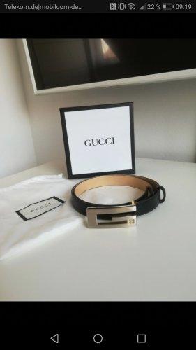 Gucci Cinturón pélvico negro-color plata