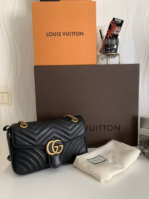 Gucci Marmont medium size