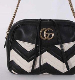Gucci Matelasse' Shoulderbag GG Marmont schwarz/weiß