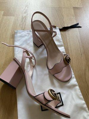 Gucci Sandalias de tiras rosa Cuero
