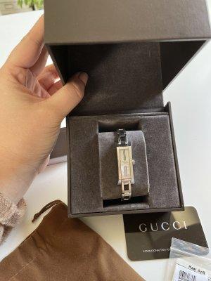 Gucci Montre avec bracelet métallique argenté-vieux rose