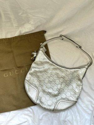 Gucci Schultertasche in Silber-Leder