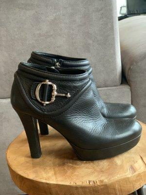 Gucci Zipper Booties black
