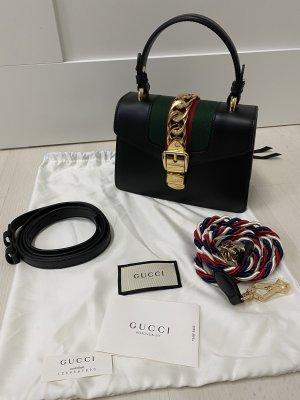 Gucci Sylvie Mini Tasche aus Leder in schwarz