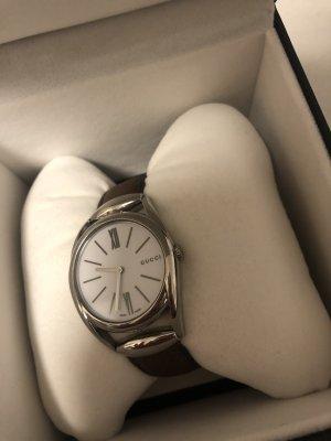 Gucci Horloge met lederen riempje zilver-zwart bruin