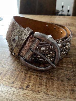 Cinturón de pinchos color oro