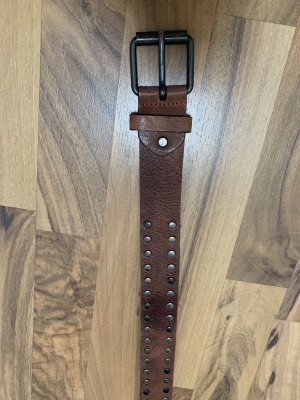 Cintura borchiata marrone