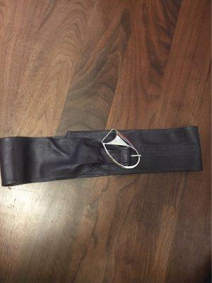 Cinturón de cuero rojo zarzamora