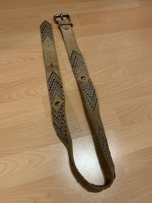 Cinturón de pinchos beige