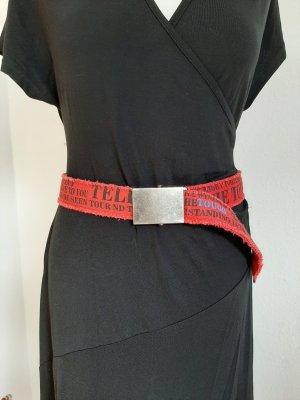 Cinturón de tela rojo