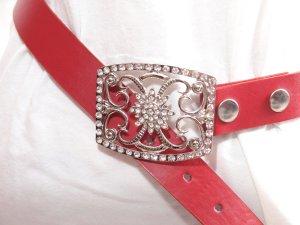 Boucle de ceinture rouge faux cuir