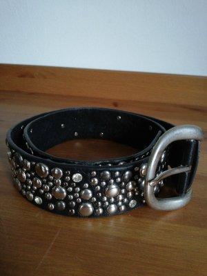 Cinturón de pinchos negro-color plata