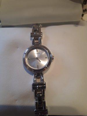 Guess Montre avec bracelet métallique argenté