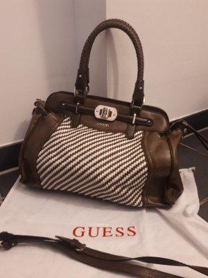 GUESS Handtasche braun/weiss