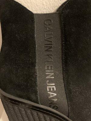 Guess Keilstiefel mit Absatz schwarz