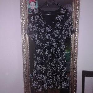 Guess Sukienka z odcięciem pod biustem biały-czarny