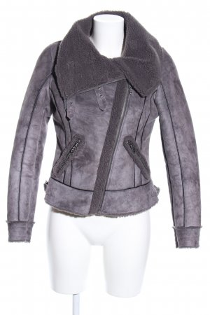 Guess Chaqueta corta gris claro degradado de color look casual
