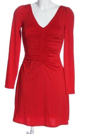 Guess Vestido de manga larga rojo look casual