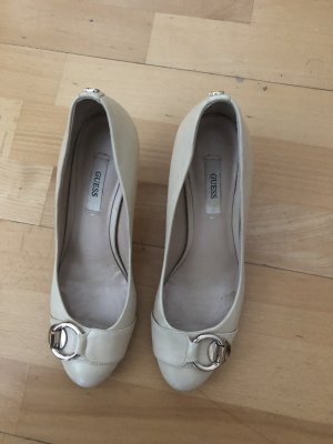 Guess Pumps