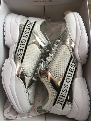 Guess Sneakresy na obcasie biały-srebrny