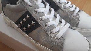 Guess Schuhe Sneaker 40 Silber Weiß Schwarz Fast Neu