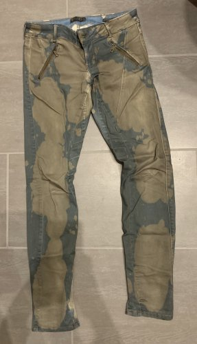 Guess Skinny Hose mit Camouflage-ähnlichen Muster