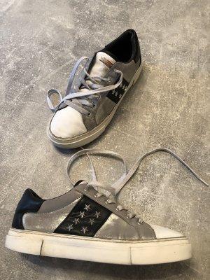 Guess Sneakers Gr 38, Silber, KP 180€