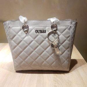 Guess Tasche / Handtasche beige grau