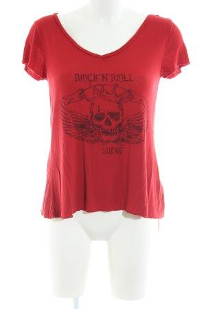 Guess V-Ausschnitt-Shirt rot-schwarz Motivdruck Casual-Look